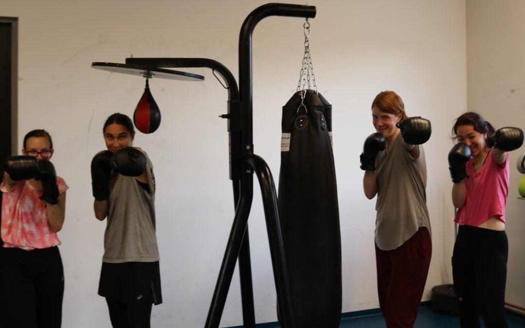 Thai- und Kickboxgrundlagen für Mädchen